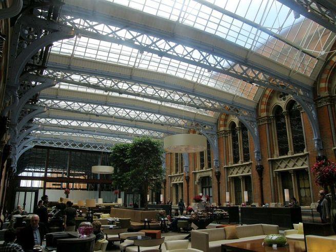 800px-Atrium_of_St._Pancras_Hotel