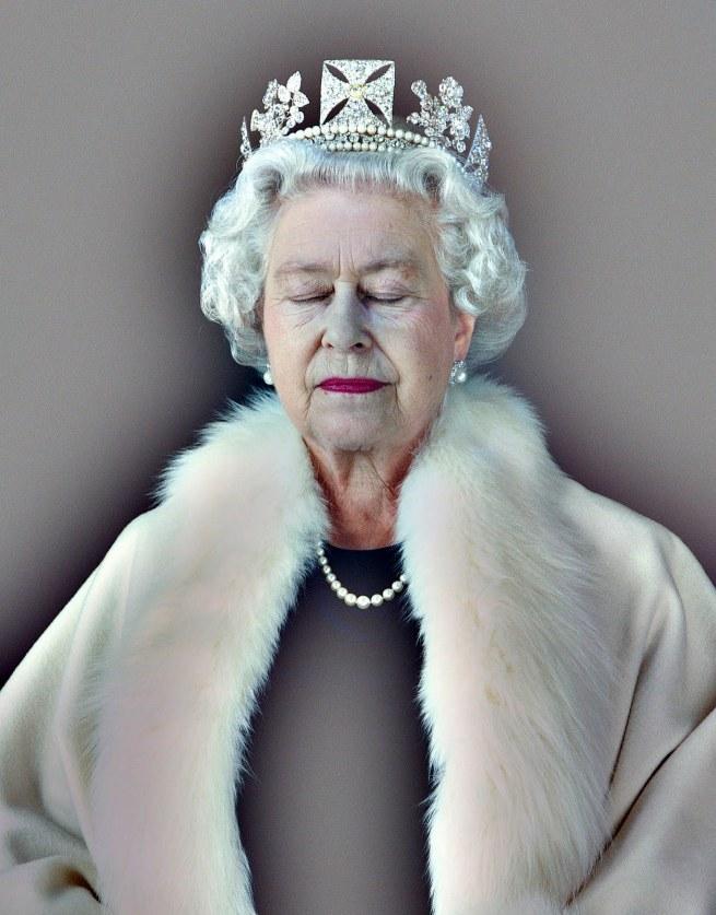 The+Queen%2C+Art+%26+Living+-Lightness+of+Being+_+Chris+Levine
